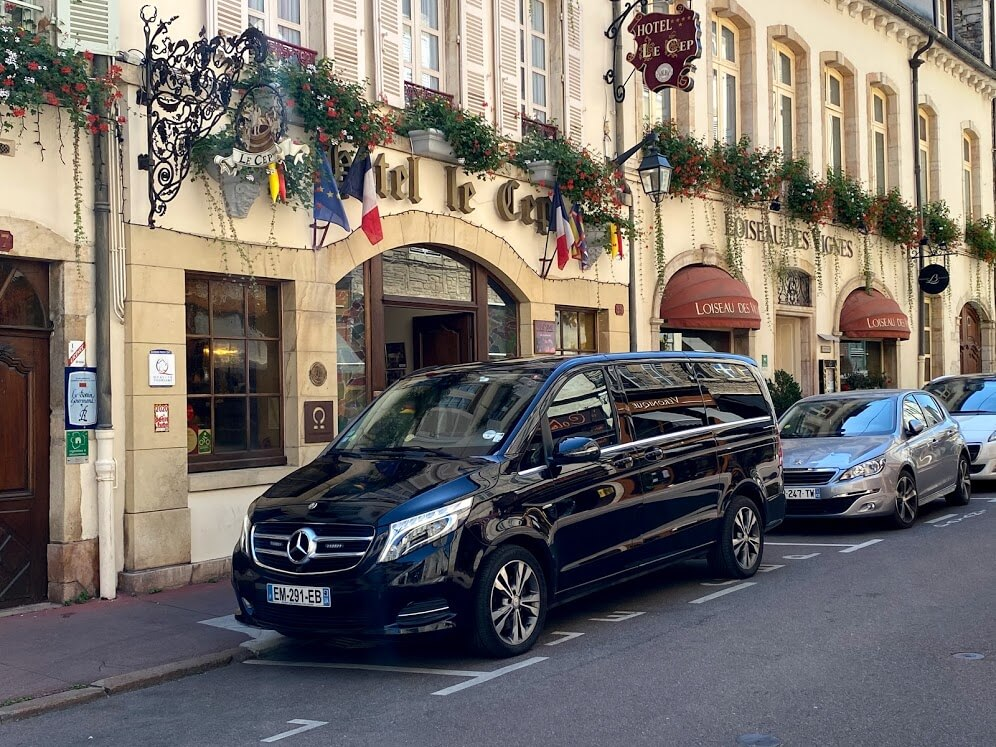 VTC-bourgogne-discovery-dijon-beaune-transort-hotel-vip-securite-limousine-black-car-driver-france